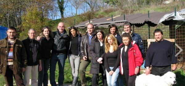 Elisabetta Canalis e i volontari aquilani