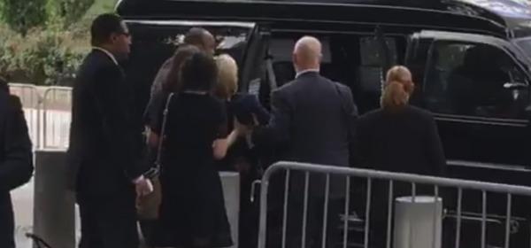 Hillary ha un mancamento a Ground Zero, IL VIDEO DA YOUTUBE
